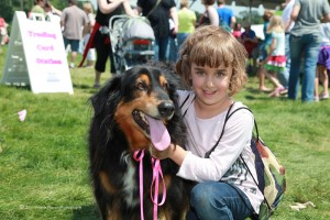 Eagan Art Fesitval: A little girl and her dog (well not really but it was cute)